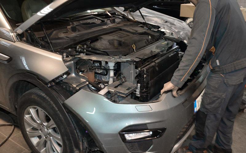 Réparation de carrosserie : démontage de tôlerie