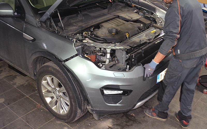 Réparation de carrosserie : remontage et finition